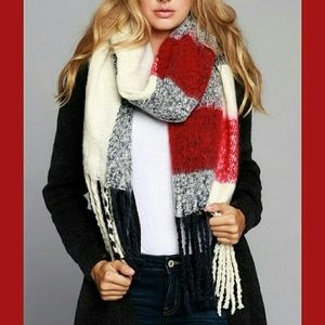 Accessories - ❤NAVY & RED PLAID FRINGE SCARF❤
